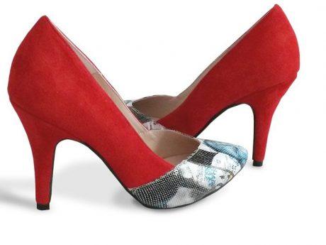 pantofi stiletto piele intoarsa rosie imprimeu revista