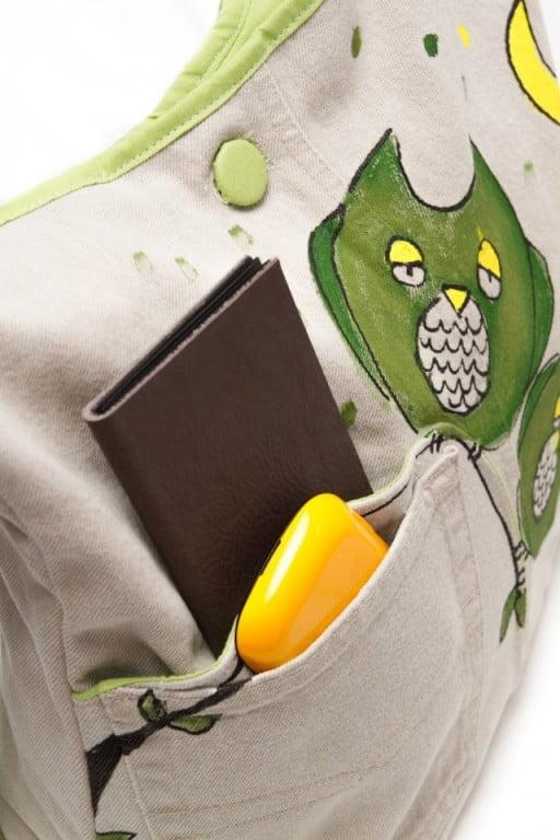 geanta-umar-bufnite-verzi-pictate-pe-fond-crem-stil-amuzant-jucaus451