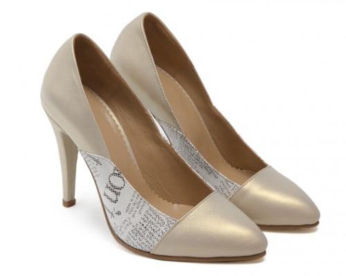Pantofi stiletto din piele naturala imprimeu ziar auriu