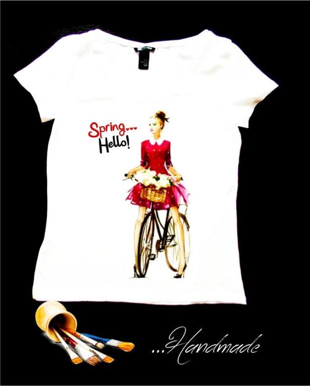 Tricou bicicleta flori pictat manual pe bumbac de calitate superioara.