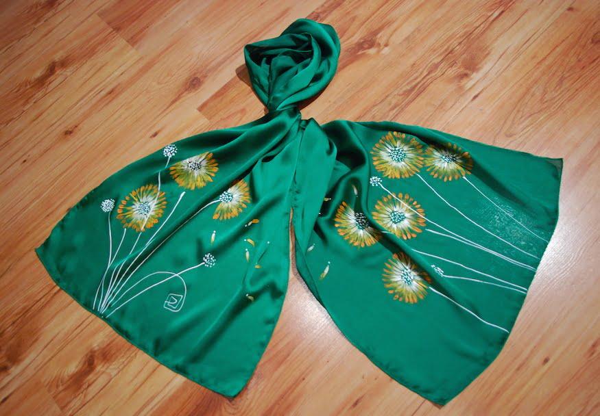 esarfa flori crizanteme pictata manual pe textil verde