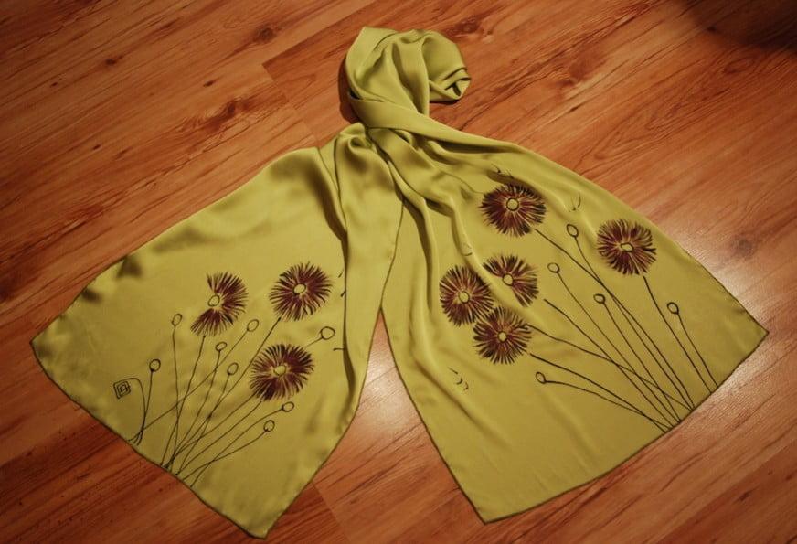 esarfa flori crizanteme pictata manual pe textil vernil