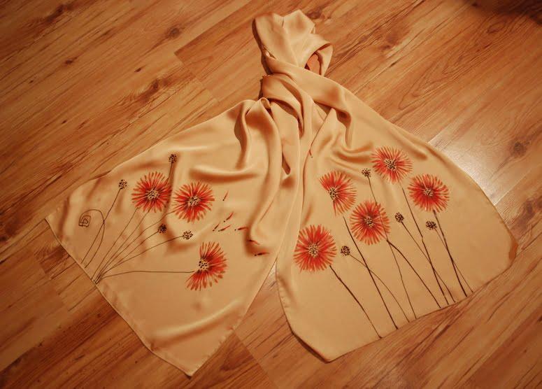 esarfa flori crizanteme pictata manual pe textil crem