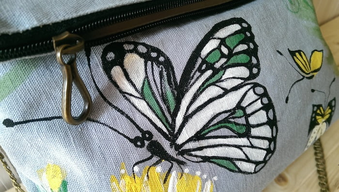 Geanta fluturi delicati pictata manual
