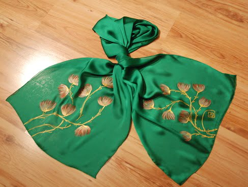 esarfa verde cu flori pictate manual