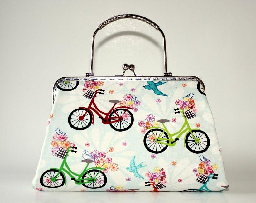 posete clutch imprimeu multicolor cu biciclete