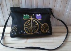 geanta pictata manual cu bufnite pe bicicleta