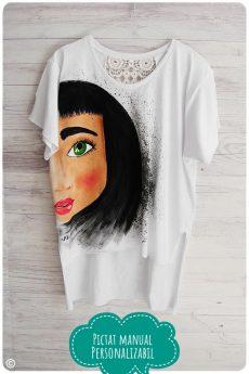 tricou dama pictat manual cu fata cu parul negru
